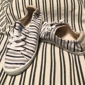 ***Roxy Slip-On Sneaker